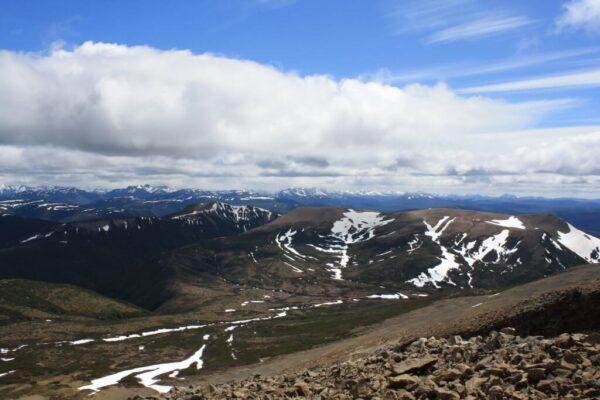 Vista de varias montañas