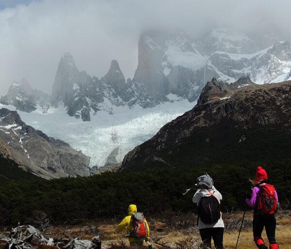 Personas en trekking en Torres del Paine