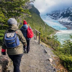 Personas en el Glaciar Serrano