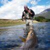 Persona pescando en la Patagonia