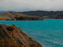 Vista del Lago Pehoe y refugio en Torres del Paine